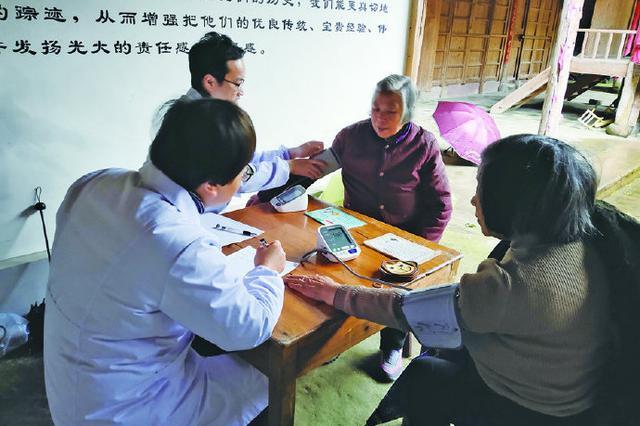 象山一院骨科专家进村义诊 科普保健养生知识