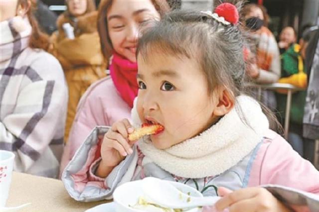慈城举行年糕文化节 万余游客慈城寻年味找乡愁