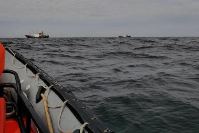 在禁渔区线内违规作业 象山渔政当场抓扣5艘外县籍渔船
