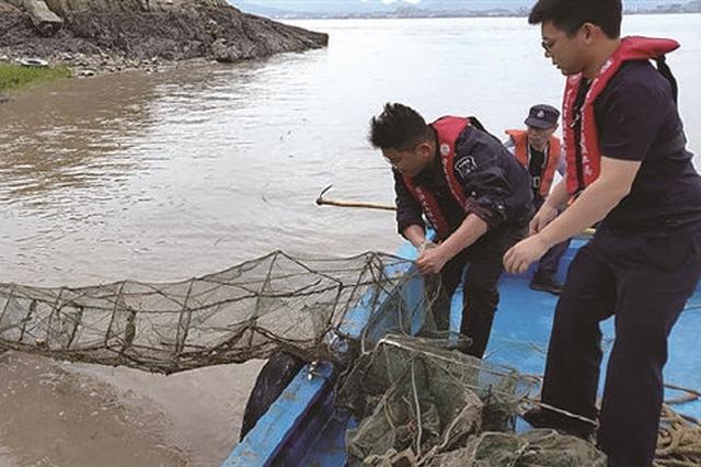 象山石浦开展清港清滩专项执法行动 清缴地笼网30顶