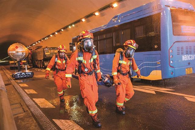 象山举行道路交通事故应急演练 演练模拟三车连撞