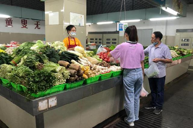 甬农贸市场改善摊位形象 为市民提供舒适的消费环境