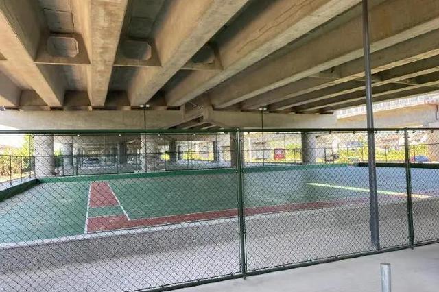 北仑5500平方米桥下空间变球场 满足居民文化需求