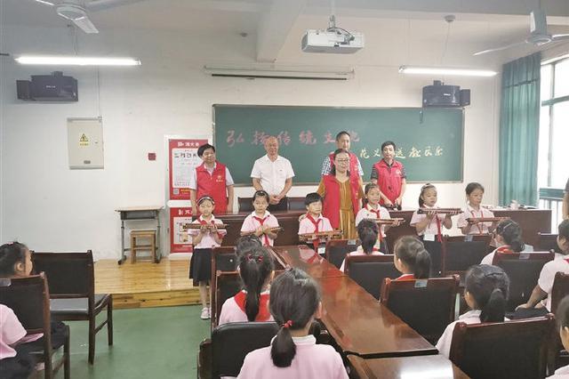 象山为民工子弟开设笛子课 引导孩子感受传统乐器
