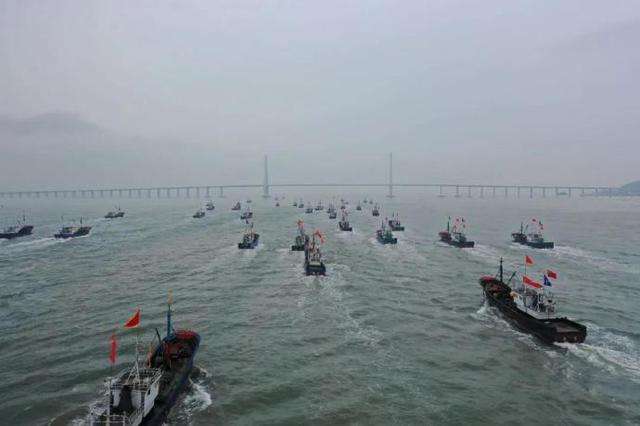 奉化733艘外海渔船扬帆起航 纷纷奔赴东海开展捕鱼