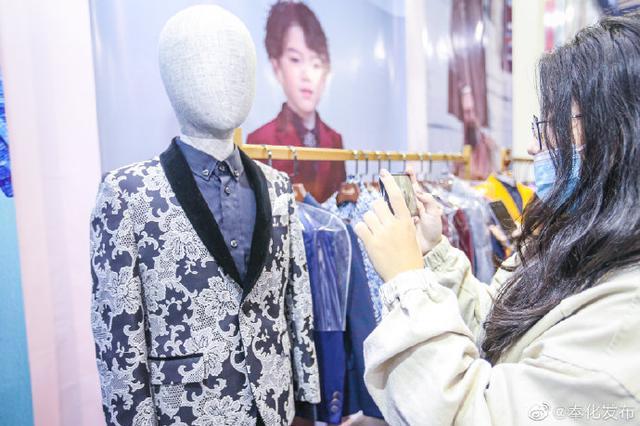 奉化服装企业亮相国际服装节 在会展中心1号馆展开