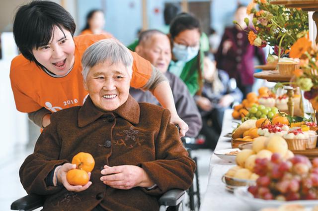 宁波为老年人养老撑起保护伞 发放2000个爱心定位器