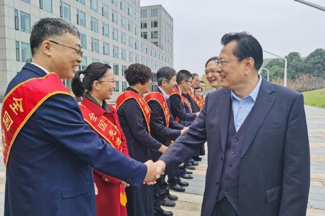 象山畜牧兽医总站站长荣获全国劳模 裘东耀为其送行