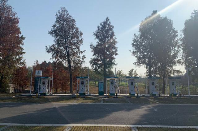 镇海投运第三个惠民充电站 可同时容纳8辆汽车充电