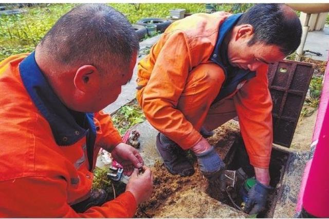 慈溪抢修因冰冻而损坏的水表水管 确保居民正常供水
