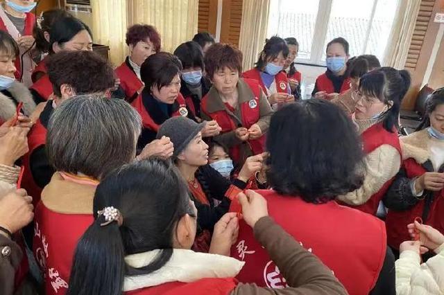 象山泗洲头开展手链编织活动 共30余名妇女参加活动