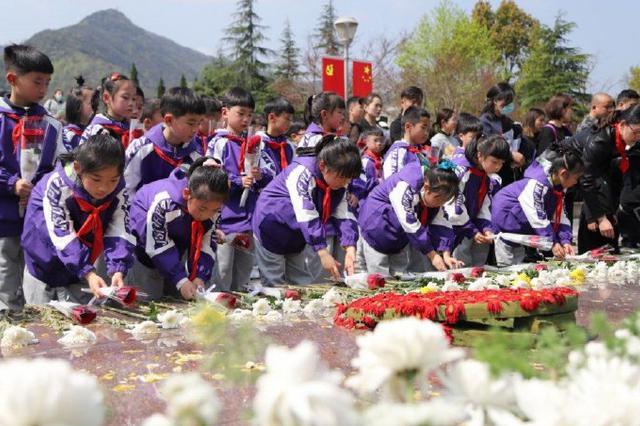 海曙举办青少年祭英烈学党史活动 200余人齐聚陵园