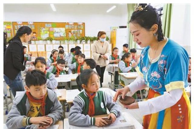 宁波博物院越窑青瓷进校园课程来到鄞州惠风书院举办