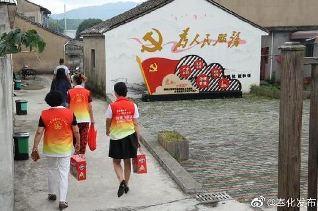 奉化开展志愿服务第二站 走访老党员并送上节日祝福