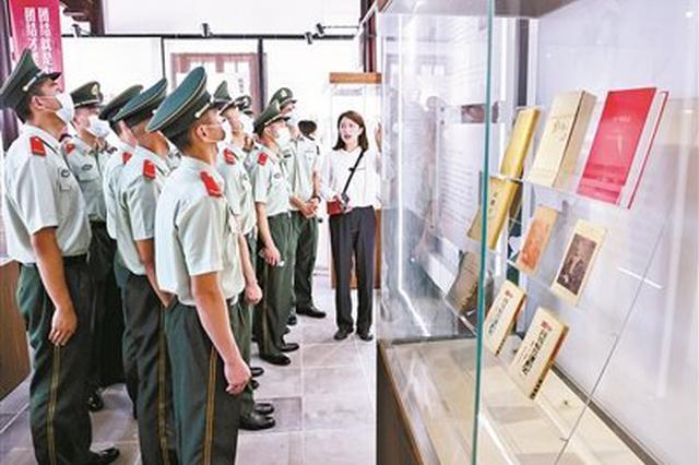 《共产党宣言》中外版本文献展举行 共展出500余本