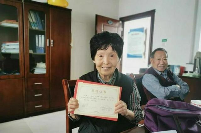 帮助困难学子 北仑一对高龄夫妻省吃俭用12年捐款8万