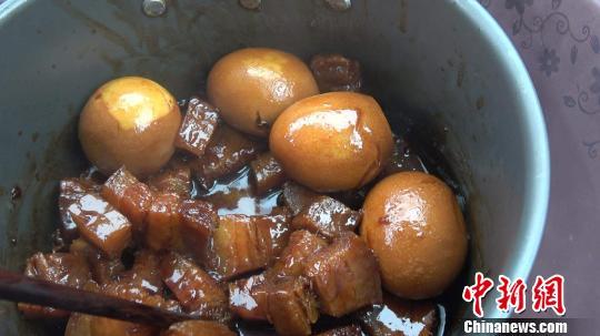图为自制红烧肉。受访者提供