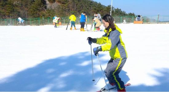 四明山商量岗滑雪场正式试营业 拉开冰雪运动季大幕