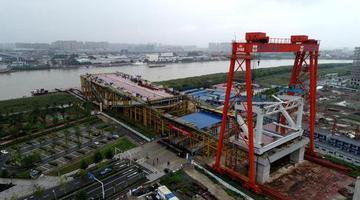 三官堂大桥首件大节段成功安装