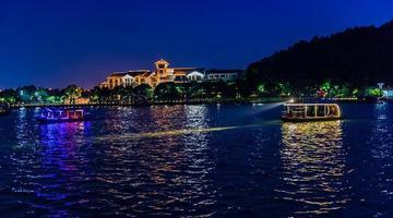 宁波东钱湖开启夜游模式