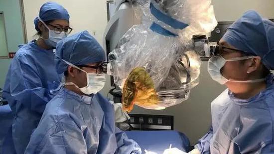 1岁女童4根手指被切断 医生拼了227个多小时