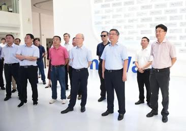 舟山中心组来杭州湾新区考察 代表们参观新区知名企业
