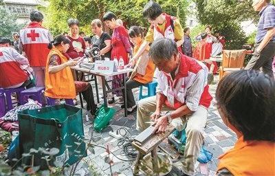 海曙开展公益集市进社区活动 志愿服务项目多达十个