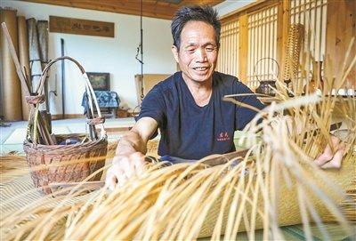 现代工艺融入传统竹编元素 传承竹席技艺适应市场需求