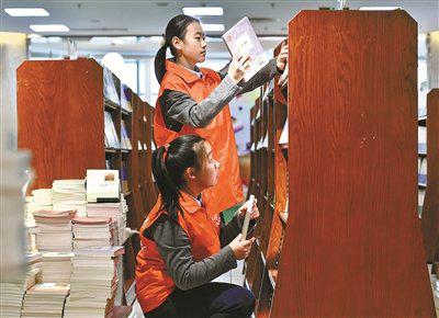 海曙学生了解图书编印常识 进行充满书香的志愿之旅