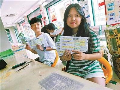 象山两名初中生捐献压岁钱 为库车学子捐赠103双童鞋
