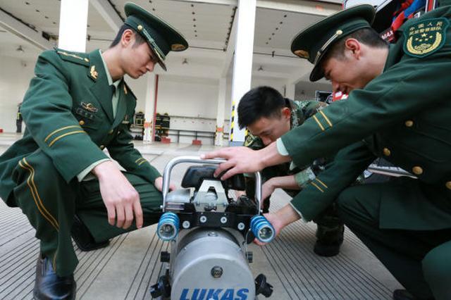 浙江宁波消防54名老兵退出现役 开始新的人生旅程