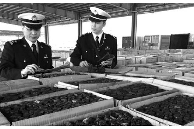 宁波海关截获夹藏出口走私木炭