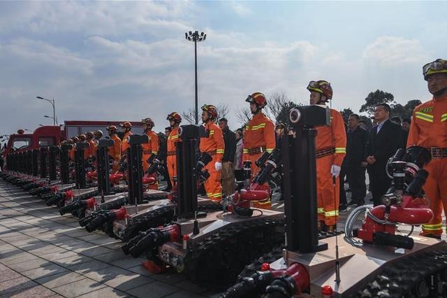 浙江省内最大批次消防机器人落户宁波