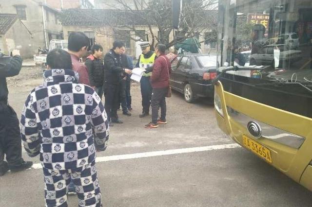 春节返乡请乘坐正规车辆 宁海查获一辆非法组客大客车