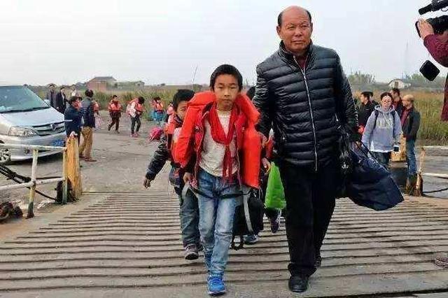跨海护送学生15载 宁海最美摆渡人张翎飞去世