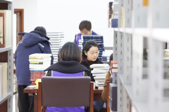 宁波千年古寺内建图书馆 开展图书编目梳理文献资源