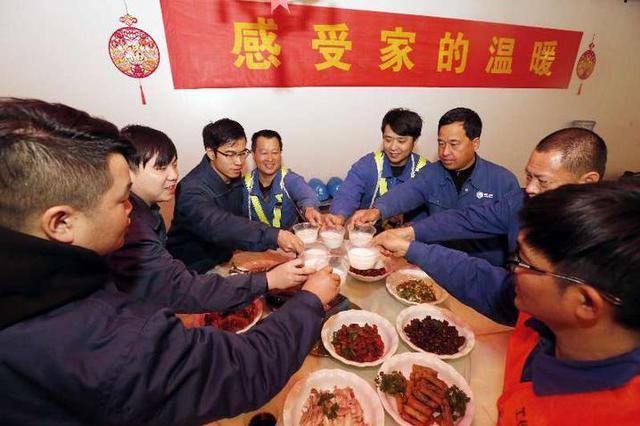 春节奋战一线 宁波一群供电人吃了顿别样年夜饭