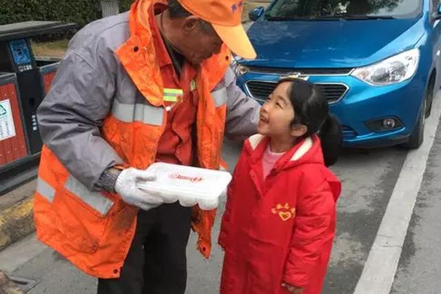 宁波百名志愿者们除夕送汤圆 温暖整个姚城