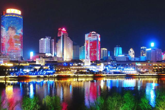 宁波三江口的灯光秀惊艳极了 演绎春节主题动画秀