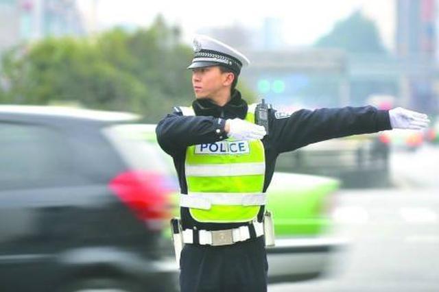 春节长假宁波交警满载一路温馨 节日期间默默奉献