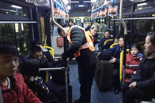 昨起宁波开通4条春运凌晨接驳专线车