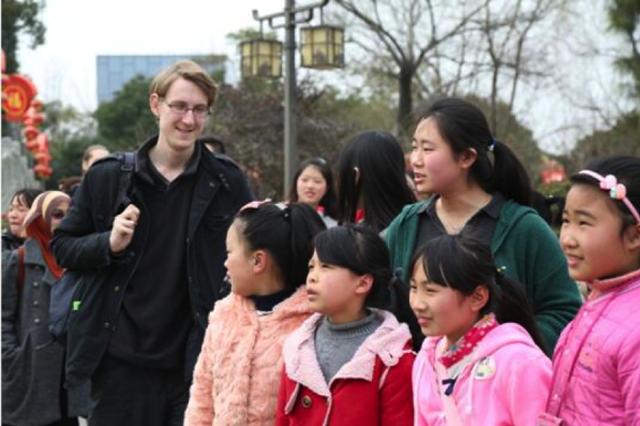 英国小伙因公益与宁波结缘 如今回来开启教学事业