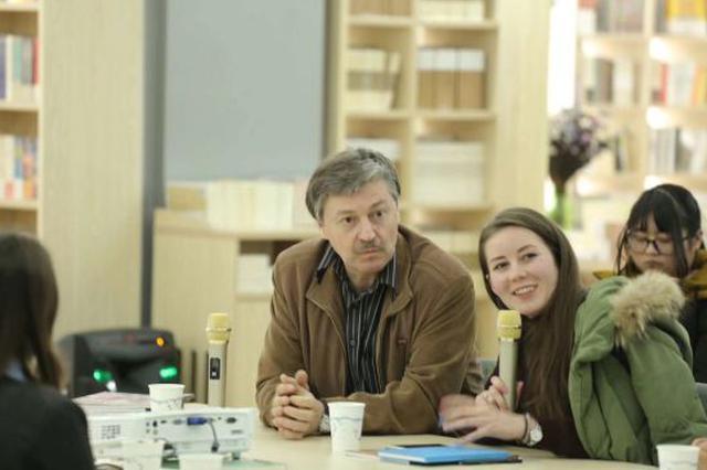 甬高校学子面对面俄罗斯列宾美院教授 洽谈绘画未来