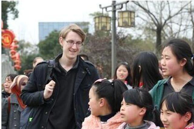 英国小哥因公益与宁波结缘 再度来中国开启教学事业