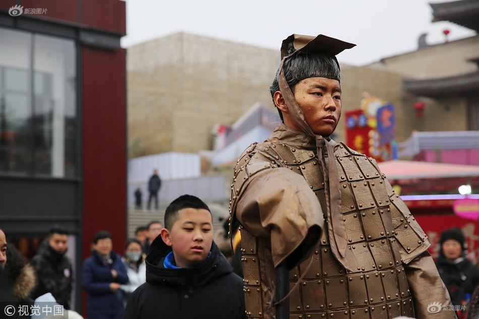 """张馨予现身新剧发布会,身穿军装被全体官兵大喊""""军嫂好"""""""
