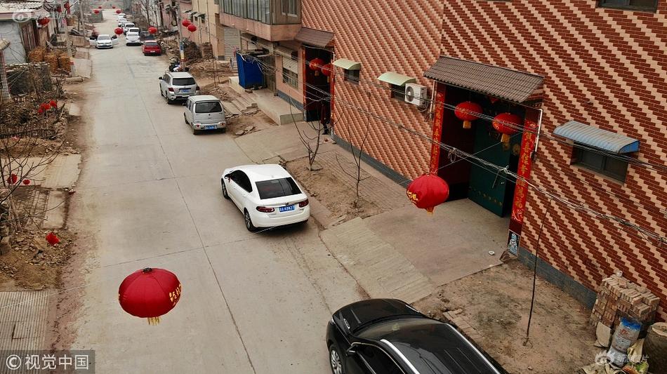 暴雨突袭四川绵竹一敬老院28名老人被困 消防紧急救援