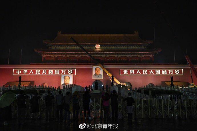 北京动物园猴子抱团取暖,画面情意浓浓 网友:看着可怜