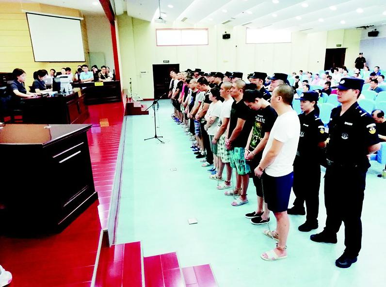沈阳父子打防疫警察宣判:父亲被判10个月,儿子被判刑1年