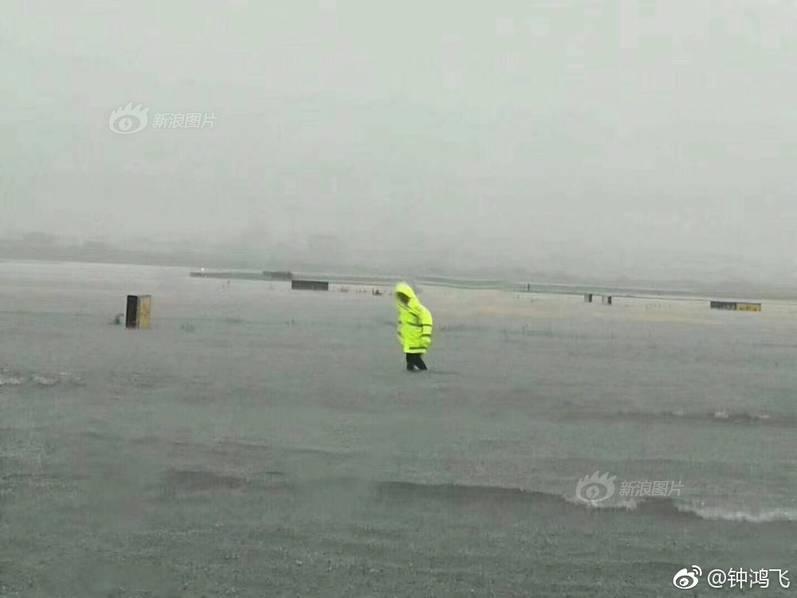 北京空气质量已达中度污染 市民出门需做好防护