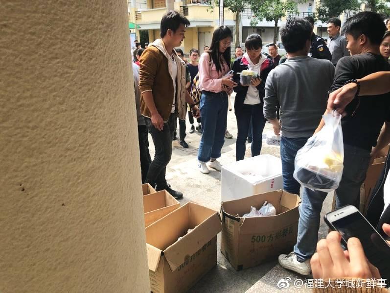 湖南一中学小卖部3年经营权拍出320万 官方:已叫停